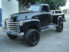 A tough old truck with big treads. Classic Pickup Trucks, Chevy Pickup Trucks, Gm Trucks, Chevy Pickups, Chevrolet Trucks, Cool Trucks, Lifted Chevy, Lifted Trucks, Chevy 3100
