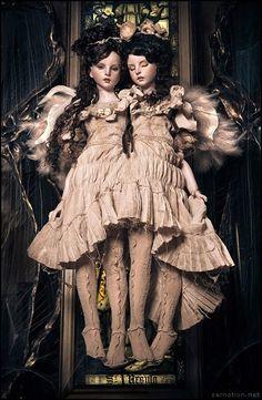 Fallen in Tandem: Siamese Twin Art Dolls by Koitsukihime.