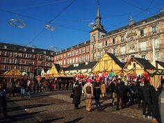 Collectors will find thousands of reasons to visit Madrid Christmas Market. The fair gathering antiques, artworks and collectibles is coming back to Madrid. Christmas Markets Europe, Christmas Travel, Christmas Time, Visit Madrid, Spanish Holidays, San Bernardo, Madrid Barcelona, Street Culture, Cadiz