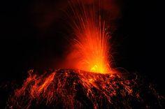 Ecuador's Tungurahua volcano spits fire