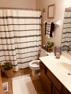 Boho Bathroom, Bathroom Interior, Small Bathroom, Bathroom Ideas, Budget Bathroom, Bathroom Inspiration, Home Decor Inspiration, Decor Ideas, First Apartment Decorating