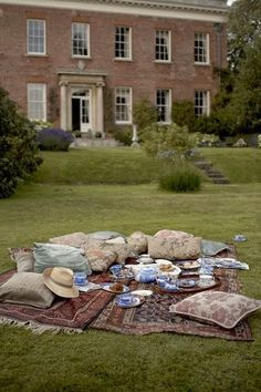 Roses and Rust: The Aesthete's Alphabet - P is for Picnics