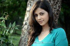 Deepali Pansare (New Devyani) Marathi Actress Photos,Biography,Wiki Indian Photoshoot, Photo Wallpaper, Beautiful Indian Actress, Hd Images, Actress Photos, Indian Actresses, Biography, Hair Styles, Beauty