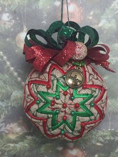 Learn to make these quilted ornaments from fabric and ribbon with ... : quilted fabric ornaments - Adamdwight.com