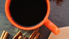 Adding a teaspoon of cinnamon to your mug of black coffee makes it more palatable if you're avoiding dairy and sugar for the diet. Milk Recipes, Coffee Recipes, Whole Food Recipes, Whole 30 Coffee, Whole30, Paleo Coffee, Homemade Coffee Creamer, Milk Brands, Cinnamon Coffee