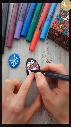 Rock Painting Patterns, Rock Painting Ideas Easy, Rock Painting Designs, Stone Crafts, Rock Crafts, Diy Arts And Crafts, Pebble Painting, Pebble Art, Stone Painting