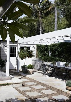 Landscape designer Myles Baldwin has told us his five favourite type of outdoor lighting, and how they help us make the most of our outdoor space. Cabana, French Chateau Homes, Small House Garden, Ar Fresco, Weatherboard House, Paving Design, Edwardian House, Victorian Gardens, Melbourne House