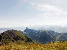 Mountain, Sun & Hiking will let you enjoy the nature in it's purest form....the famous Stockhorn is sticking out in the middle of the picture and way behind in the background you can see Eiger, Mönch & Jungfrau