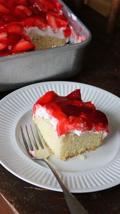 Strawberry Shortcake Cake Walker shares an easy recipe for a delicious cake topped with juicy strawberries! Yummy Treats, Sweet Treats, Yummy Food, Cupcakes, Cupcake Cakes, Baby Cakes, Cheesecakes, Flan, Easy Strawberry Shortcake