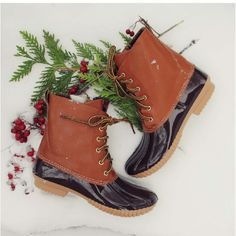 """⭐️DISCOUNT SHIPPING!⭐️NIB Lace Up Duck Boots NIB Lace up Duck Boots. These adorable duck boots feature a camel colored upper and brown rubber top. Lace up front, camel colored tongue, grooves on sole for traction. Cozy plaid lining inner. Circumference 13.5"""" (varies slightly by size). Synthetic leather. FITS TRUE TO SIZE.Sizes 5.5-9No Trades and No PaypalPrice is firm but discounted shipping available! Sold out of 6.5, 7, 8.5, 10 Shoes Winter & Rain Boots"""