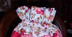 A petición popular, aquí tenéis el tutorial. Estoy tan contenta de que os haya gustadoy de poder compartir algo nuevo con vosotras!!! Sois ... Drawstring Bag Tutorials, Pencil Case Pouch, Diy Envelope, Wallet Tutorial, Handmade Bags, Floral Tops, Basket, Quilts, Sewing