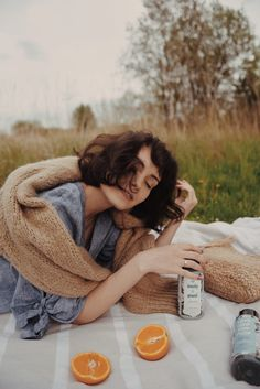 Picnic Photography, Photography Poses Women, Portrait Photography, Fashion Photography Inspiration, Photoshoot Inspiration, Picnic Photo Shoot, Picnic Fashion, Picnic Pictures, Shotting Photo