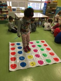 Again we use our syllables panel and this time to find out . Primary Activities, Phonics Activities, Kindergarten Activities, Preschool Activities, Learning Through Play, Learning Centers, Kids Learning, Baby Phonics, Handwriting Activities