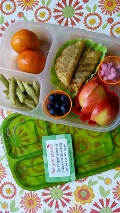 Bored of sandwiches for lunch? Mini tacos packed for school lunch. | in @EasyLunchboxes contain