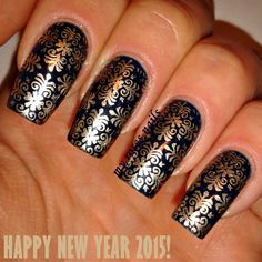 Stamping with MoYou London Fashionista 07  http://myrosesnails.blogspot.com/2014/12/happy-new-year-2015-my-new-years-eve.html