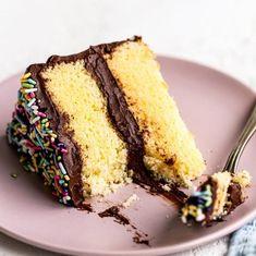 Guinness Chocolate Cake with Irish Buttercream - Handle the Heat Caramel Brownies, Chocolate Brownies, Boxed Brownies, Easy Brownies, Cosmic Brownies, Chewy Brownies, Chocolate Desserts, Just Desserts, Dessert Recipes