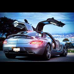 Gullwings baby! Mercedes SLS