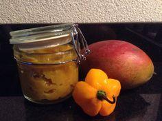 Home made mangochutney!!! 2 onrijpe mango's, een halve ui, 3 teentjes knoflook, 2 adyuma pepers, eetl massala en zout. Ui en knoflook en olie fruiten, rest toevoegen (pepers heel laten) en laten sudderen tot de mango zacht is.