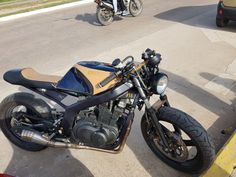 Take a look at a variety of my most favorite builds - tailor made scrambler ideas like Gs 500 Cafe Racer, Suzuki Cafe Racer, Cafe Racer Bikes, Cafe Racer Motorcycle, Suzuki Gs500, Scrambler Moto, Retro Cafe, Bike Equipment, Cafe Racing