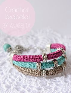 Patrons & modèles gratuits des bijoux au crochet - Le blog de mes loisirs.  This has no pattern that I could find but looks simple