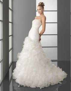 Gorgeous strapless natural waist organza wedding dress