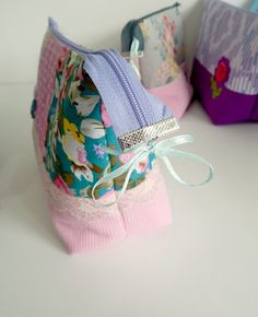 Lazy Girl's Guide to Zip Ends | Sew Mama Sew | Bringing you outstanding sewing, quilting, and needlework tutorials since 2005.