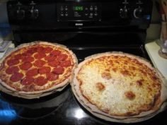 Frugal Foodie Recipes-UPDATE: Easiest Pizza Dough and Pizza Sauce for Homemade Friday Night Pizza! Healthy Homemade Pizza, Healthy Pizza, Healthy Comfort Food, Good Healthy Recipes, Healthy Eating, Healthy Kids, Comfort Foods, Delicious Recipes, Healthy Food