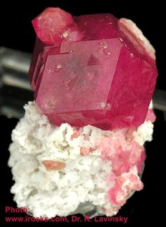 Grossular Mineral, formula Ca3Al2(SiO4)3  of the garnet group.
