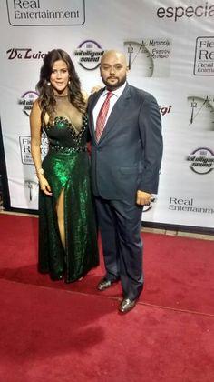 Los anfitriones La Gala Retro de Real Entertainment Mariangel Almao y Luis Miquilena, desde la Alfombra Roja,