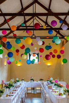lampions en papier colorés, boule chinoise en papier coloré, décoration avec boules