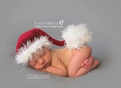 This easy crochet santa hat pattern makes a cute stocking hat. It's suitable for baby boys and girls, women and men, and makes a wonderful photo prop! Easy Crochet Baby Hat, Crochet Santa Hat, Crochet Baby Hat Patterns, Crochet Bebe, Crochet Pattern, Crochet Socks, Newborn Christmas Pictures, Newborn Pictures, Baby Pictures