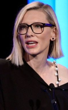 Best Bob Hairstyles & Haircuts for Women - Hairstyles Trends Medium Bob Hairstyles, Hairstyles Haircuts, Cool Hairstyles, Cate Blanchett, Melbourne, Line Bob Haircut, Celebs, Celebrities, Great Hair