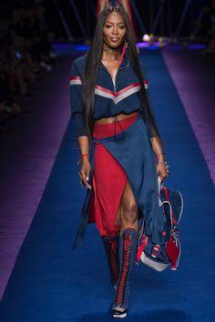 Versace #VogueRussia #readytowear #rtw #springsummer2017 #Versace #VogueCollections