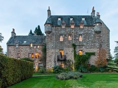 Dalcross Castle klassisch-haus-und-fassade