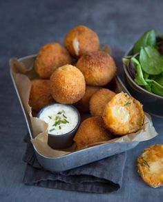 Discover sweet potato and Entremont Raclette cheese croquettes recipe. No Salt Recipes, Veggie Recipes, Vegetarian Recipes, Raclette Cheese, Food Porn, Salty Foods, Party Food And Drinks, Food Presentation, Finger Foods