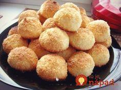 Milujem sladkosti schuťou kokosu akeďže mám cez víkend čas, rozhodla som sa, že vyskúšam moje obľúbené kokosky pripraviť aj doma. Výsledok bol skutočne skvelý amojej rodine chutil viac, ako kupované sladkosti zobchodu. :-) Potrebujeme: 400 g strúhaného kokosu 4 – 5 ks vajec 200 g kryštálového cukru Postup: Vo väčšej miske zmiešame všetky ingrediencie vporadí...