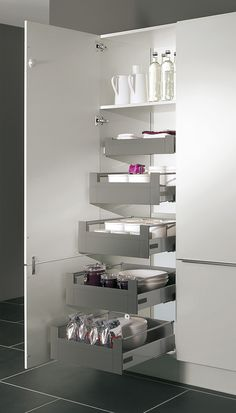 Kube has a huge selection of internal storage solutions to suit your specific requirements. From cutlery inserts to corner solutions and clever pull out storage units to recycling bins – you will be spoilt for choice. Kitchen Larder Units, Kitchen Cabinet Storage, Kitchen Pantry, Storage Cabinets, Bathroom Medicine Cabinet, Kitchen Cabinets, Kitchen Ideas, Wardrobe Furniture, Recycling Bins