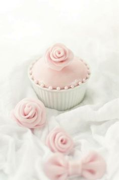 roses on cupcakes...
