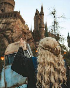 A partir de hoje estarei postando uma foto por dia. Achei que meu instagram precisava de algumas mudanças e mesmo que eu ame como ele… Harry Potter Universal, Universal Orlando, Universal Studios, Photo Harry Potter, Harry Potter World, Ravenclaw, Disney Art, Cute Disney Pictures, Ft Tumblr