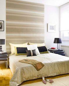 Idéia de aplicação de papel de parede, demarcando a largura da cama/cabeceira. (Blog de Decorar: Ideias criativas para Cabeceiras de cama box)