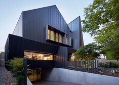 Lake Wendouree House by Inarc features a spiked entrance and a car turntable.
