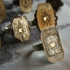 steampunk jewelery - using watch faces.here's an interesting idea! Steam Punk Jewelry, Funky Jewelry, Jewelry Crafts, Jewelry Art, Vintage Jewelry, Jewelry Design, Jewellery Diy, Gothic Jewelry, Beaded Jewelry