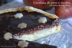 Crostata di pere e ricotta con salsa di cioccolato (Pear crostata with ricotta and chocolate sauce)