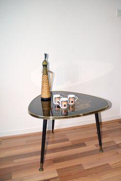 table vintage tripode noire motif voilier doré de la boutique atelierdelachoisille sur Etsy