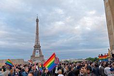 Pin for Later: Le Monde Entier Rend Hommage aux Personnes Perdues Dans la Tuerie d'Orlando Paris