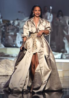 Rihanna Completely Took Over the 2016 VMAs