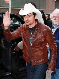 Wearing his signature white cowboy hat, Brad Paisley greets fans as he arrives at the New York City set of Good Morning America, where he promoted his new album, Wheelhouse, and upcoming tour. http://www.people.com/people/gallery/0,,20687215,00.html#21302189