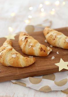 Croissants met spijs Croissants, High Tea, Sandwiches, Brunch, Meet, Bread, Cooking, Breakfast, Food Ideas