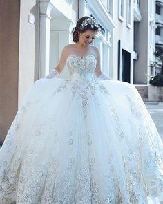 "649 Beğenme, 2 Yorum - Instagram'da Praise Wedding (@praisewedding): ""A beautiful bridal portrait by Said Mhamad to dream of all day! #weddingdress #bride #wedding…"""