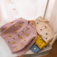 Pompom Cardigan Toddler Outfits, Kids Outfits, Cute Outfits, Knitting For Kids, Baby Knitting Patterns, Kids Fashion, Autumn Fashion, Kids Dress Wear, Polka Dot Sweater